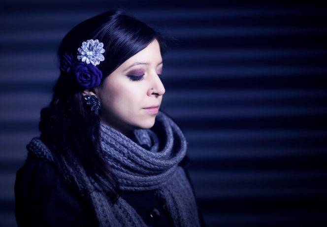 Portrait Foto Frau Wellblech Nacht - Fotograf Waldshut Tiengen